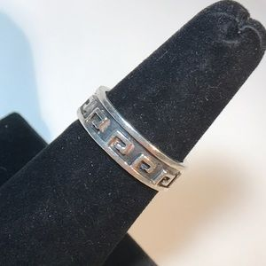 Sterling silver size 8 1/4 ring w/design